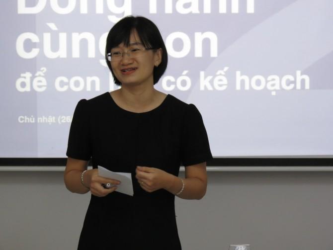 Cô Hoàng Lan, diễn giả chính của buổi chia sẻ