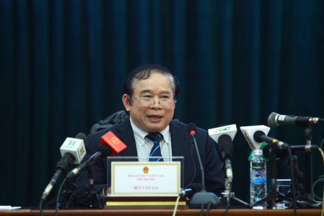 Thứ trưởng Bộ GD-ĐT Bùi Văn Ga công bố phương án tổ chức kỳ thi THPT Quốc gia năm 2017 - Ảnh: Nguyễn Khánh