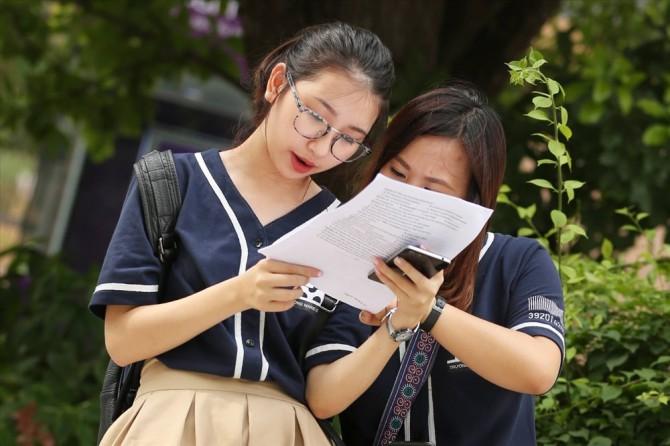 Bộ Giáo dục và Đào tạo chính thức công bố bộ Đề thi tham khảo THPT quốc gia 2018. Ảnh: Lao động